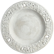 Detailed white display plate